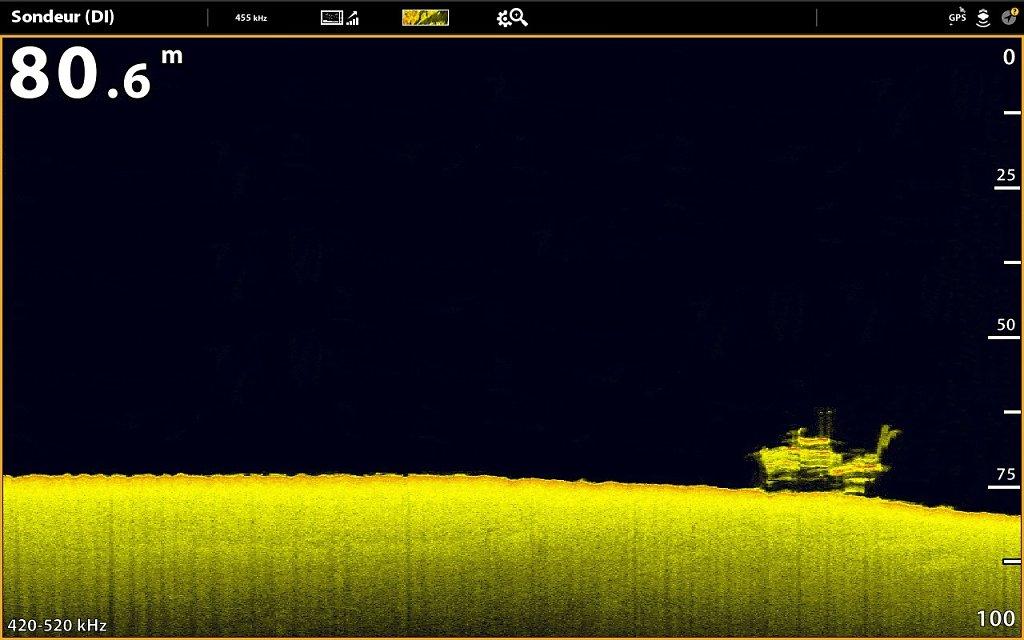 Epave d'un bateau de pêche en Down imaging, fréquence 420-520khz
